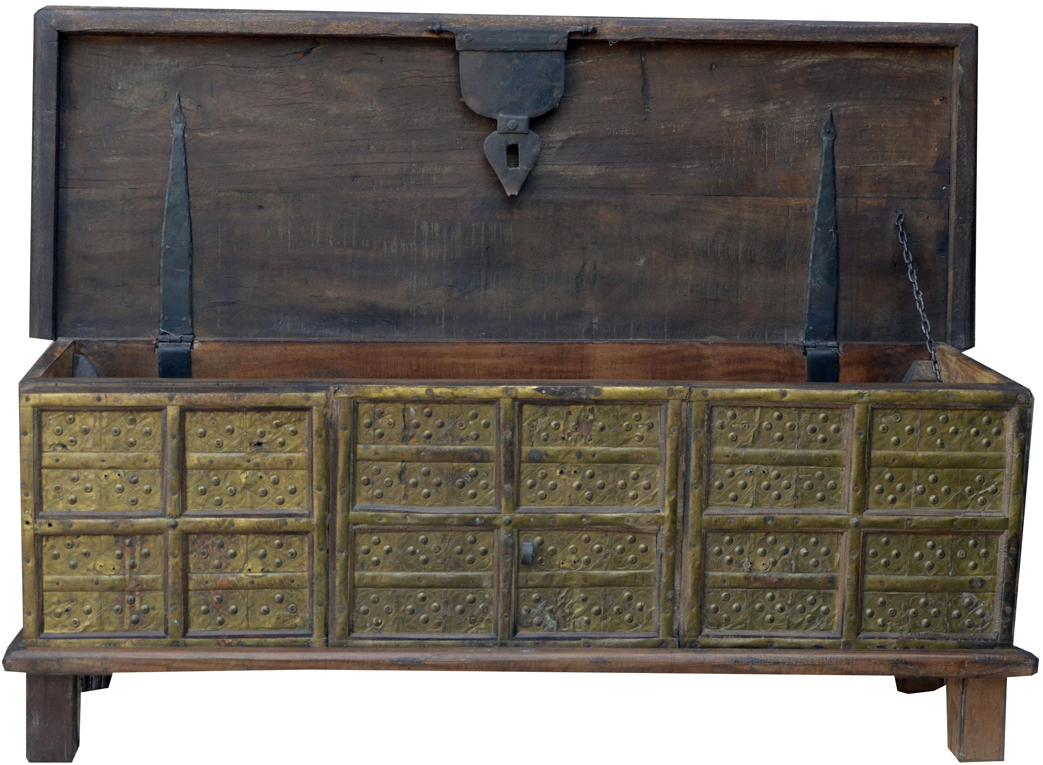 truhe sitzbank im kolonialstil aus vollholz mit massiven. Black Bedroom Furniture Sets. Home Design Ideas