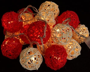 Rattan Ball LED Kugel Lampion Lichterkette - rot/weiß