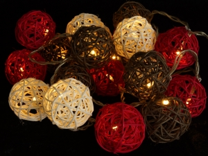 Rattan Ball LED Kugel Lampion Lichterkette - rot/braun/weiß